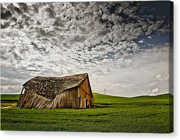 Barn No.2 Canvas Print by Niels Nielsen