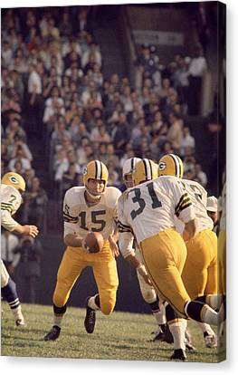 Bart Starr Hands Off To Jim Taylor Canvas Print