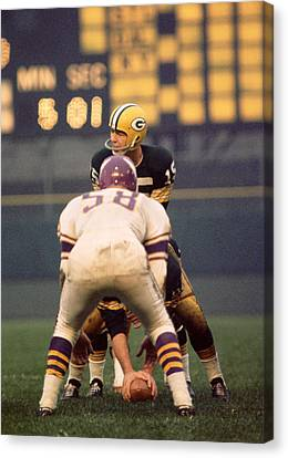 Bart Starr Looks Around Canvas Print