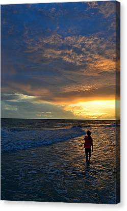 Canvas Print featuring the photograph Be Wonderful... Because You Are by Melanie Moraga