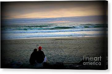 Beach Lovers Canvas Print by Susan Garren