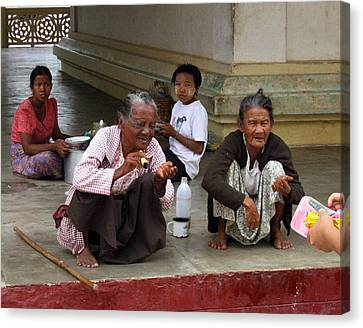 Begging For Money In The Shwezigon Pagoda Canvas Print by RicardMN Photography