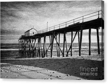 Canvas Print featuring the photograph Belmar Fishing Pier In Black And White by Debra Fedchin