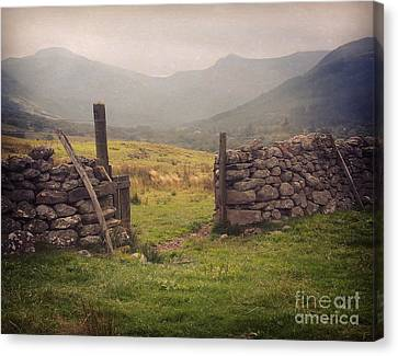 Canvas Print featuring the photograph Ben Nevis Mountian Range by Roy  McPeak