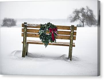 Bench And Wreath Canvas Print by Eric Gendron