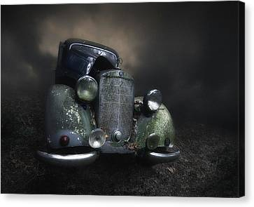 Rusted Cars Canvas Print - Benz by Holger Droste