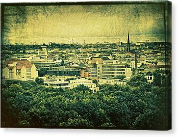 Berlin - Stylized To Old Canvas Print by Gynt