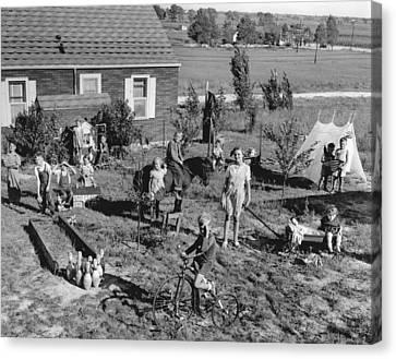 Best Play Yard Winner Canvas Print by Underwood Archives