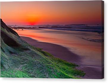 Between Day And Night Canvas Print by Edgar Laureano