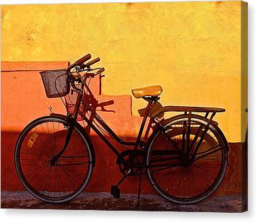 Bicycle Isla Mujeres Canvas Print by Andrew Wohl