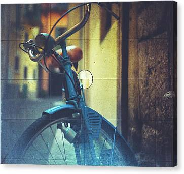 Bicycle Seen Through A Vintage Camera Canvas Print by Moreiso