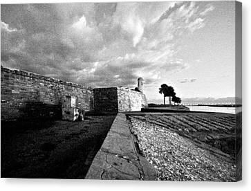 Black And White Castillo De San Marcos View 4 Canvas Print
