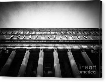 Black And White Chicago Union Station Canvas Print by Paul Velgos