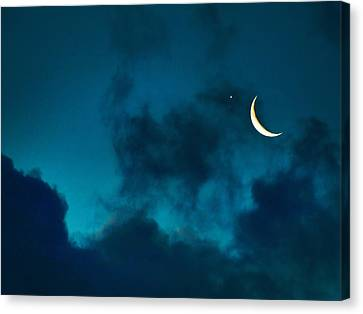 Canvas Print featuring the photograph Blind Date With Venus by Meir Ezrachi