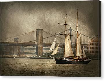 Boat - Sailing - Govenors Island Ny - Clipper City Canvas Print