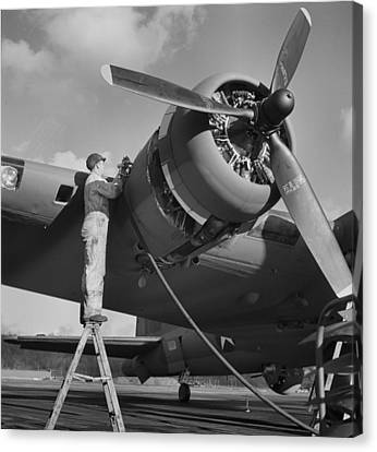 Boeing B-17 In 1942 Canvas Print by Dan Sproul
