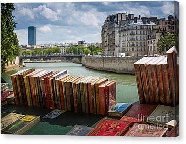 Bouquinistes Le Long De La Seine Canvas Print