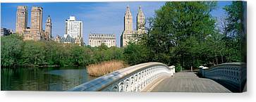 Bow Bridge, Central Park, Nyc, New York Canvas Print