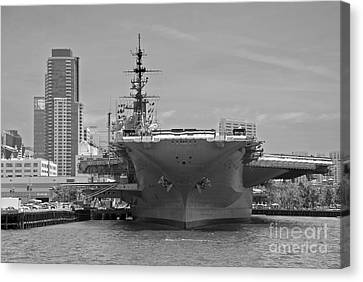 Bow Of The Uss Midway Museum Cv 41 Aircraft Carrier - Black And White Canvas Print
