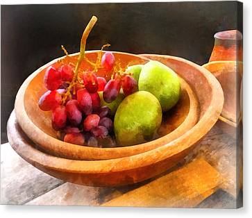 Bowl Of Red Grapes And Pears Canvas Print
