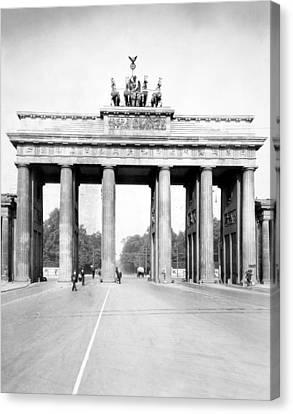 Brandenburg Gate, C1920 Canvas Print by Granger