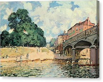 Bridge At Hampton Court Canvas Print by Alfred Sisley