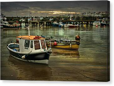 Canvas Print featuring the photograph Bridlington Reflections by Brian Tarr