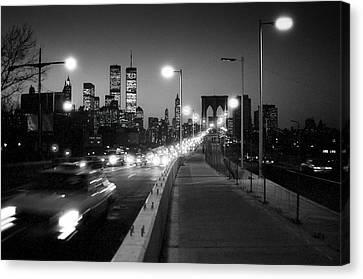 Brooklyn Bridge And Manhattan Skyline At Dusk 1980s Canvas Print by Gary Eason