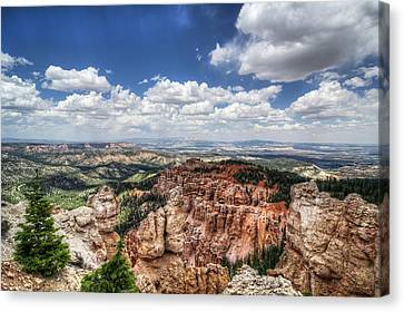 Canvas Print featuring the photograph Bryce Point by Tammy Wetzel