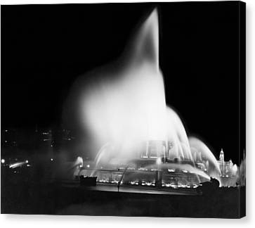 Buckingham Fountain At Night Canvas Print by Underwood Archives