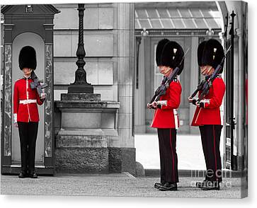 Buckingham Palace Guards Canvas Print