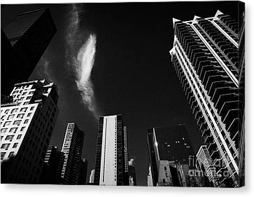 Buildings In Turtle Bay Including Sterling Plaza Condominiums 2nd Avenue And 49th Street New York Canvas Print by Joe Fox