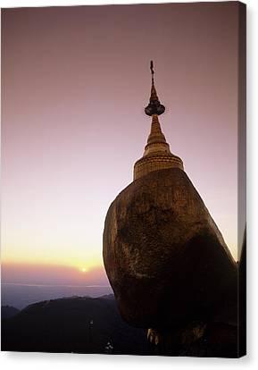 Burma, Myanmar, Kyaikto, Kyaik-tiyo Canvas Print by Tips Images