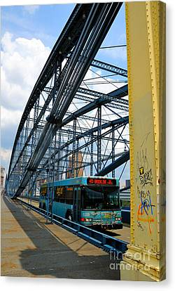 Bus Crossing The Smithfield Street Bridge Pittsburgh Pennsylvania Canvas Print by Amy Cicconi