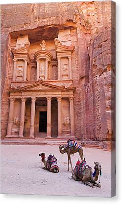 Camel At The Facade Of Treasury (al Canvas Print