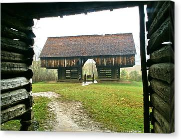 Cantilever Barn In Smokey Mtn Natl Pk Canvas Print