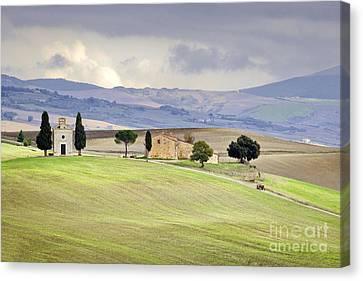 Capella De Vitaleta Church Near Pienza Tuscany Italy Canvas Print by Robert Leon