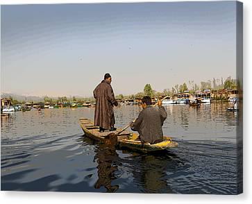 Cartoon - Kashmiri Men Plying A Wooden Boat In The Dal Lake In Srinagar Canvas Print