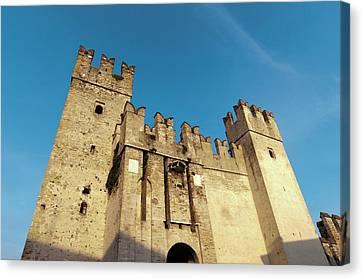 Castello Scaligero, Sirmione, Lago Di Canvas Print by Sergio Pitamitz