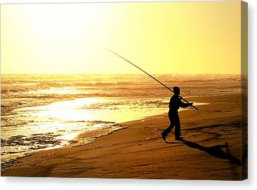 Catching The Last Rays... Canvas Print by A Rey