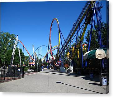 Cedar Point - Mantis - 12121 Canvas Print by DC Photographer