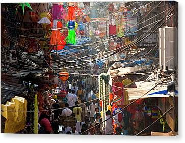 Central Bazaar District, Mumbai, India Canvas Print by Peter Adams
