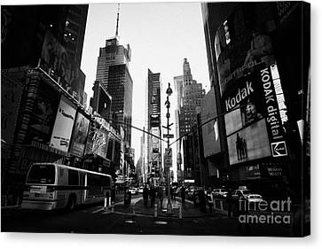 Centre Of Times Square In Daytime With Pedestrians And Metro Bus New York City Canvas Print by Joe Fox