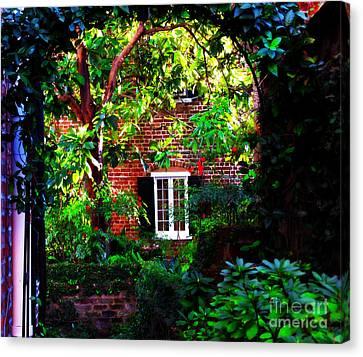 Charleston's Charm And Hidden Gems  Canvas Print by Susanne Van Hulst