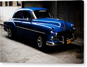 Chevrolet In Havana Canvas Print by Dan  Grover