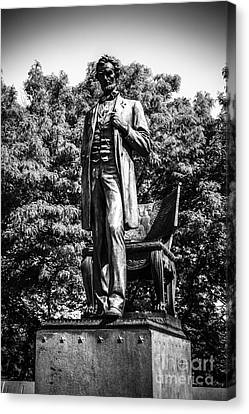 Chicago Abraham Lincoln Statue In Black And White Canvas Print by Paul Velgos