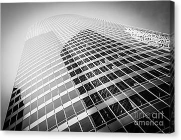 Chicago Curved Building In Black And White Canvas Print by Paul Velgos
