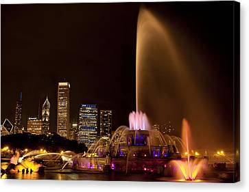 Chicago Fountain At Night Canvas Print by Andrew Soundarajan