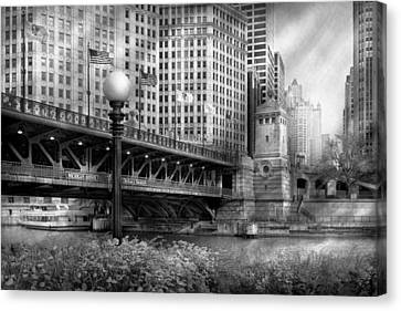 Chicago Il - Dusable Bridge Built In 1920 - Bw Canvas Print