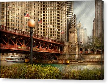 Chicago Il - Dusable Bridge Built In 1920 Canvas Print